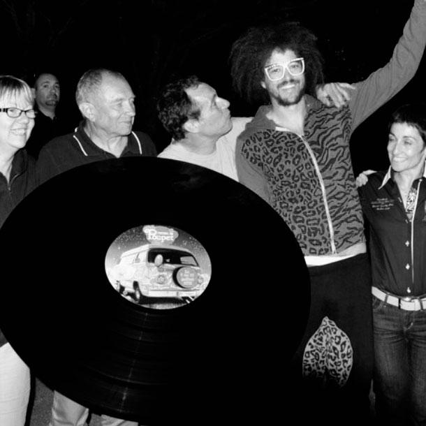 LMFAO avec un vinyle géant au festival de Poupet