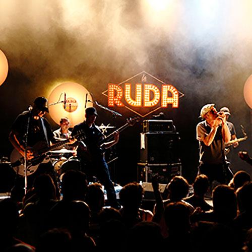 Photo de concert la Ruda au Chabada avec Grand vinyle en écourtions de scéne