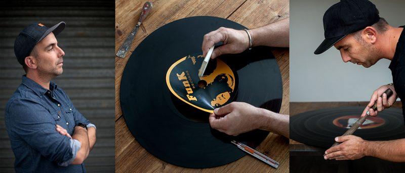 Démonstration de collage d'un macaron sur un disque vinyle géant