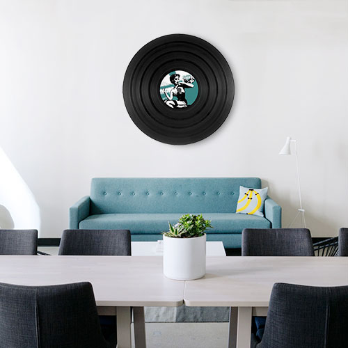 Vinyle ambiance Rock dans un loft avec un canapé turquoise tendance