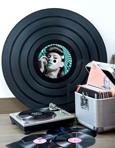 Grand vinyle déco japonaise fille fumant et fly case de DJ